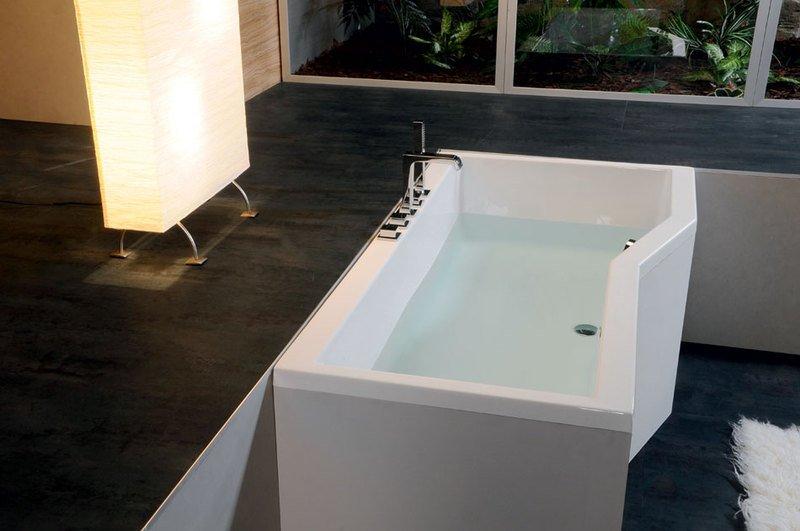 Акриловая ванна коллекция VERSYS