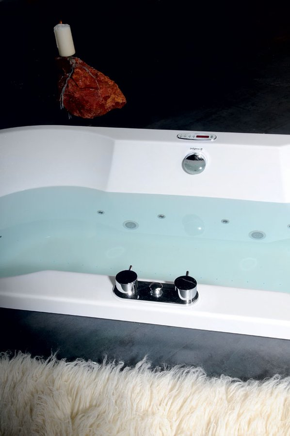 Акриловая ванна коллекция IO